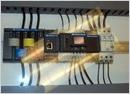 Ejemplo de instalación del PQube en un cuadro eléctrico
