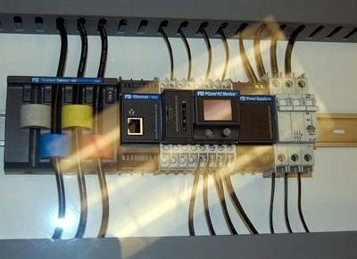 Ejemplo de instalacion del PQube en un cuadro eléctrico